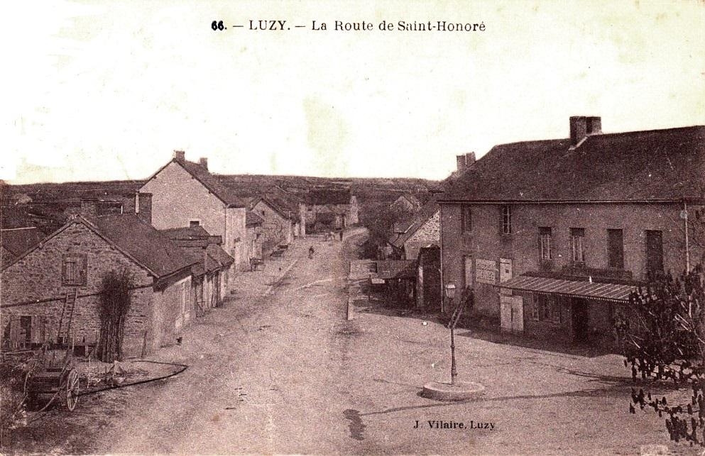 Luzy (Nièvre) La route Saint Honoré CPA