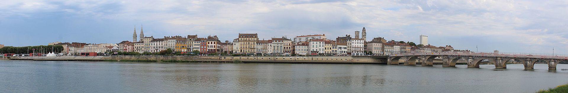 Mâcon (71) Vue panoramique sur les quais