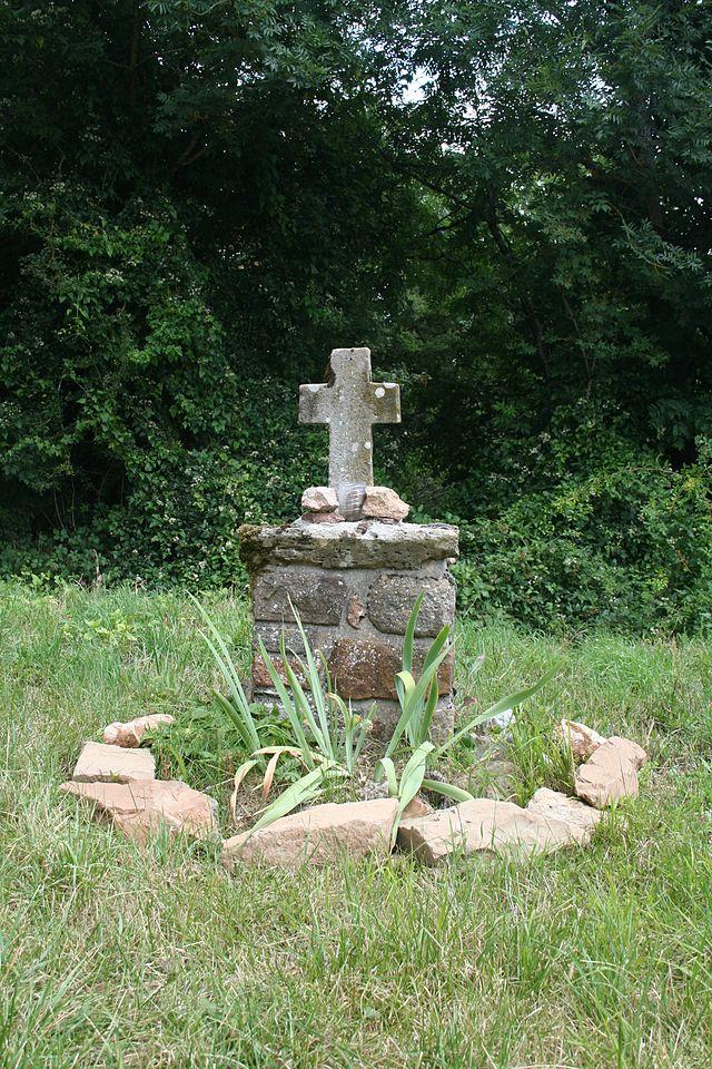 Melagues (Aveyron) Croix de Saint-Pierre-des-Cats