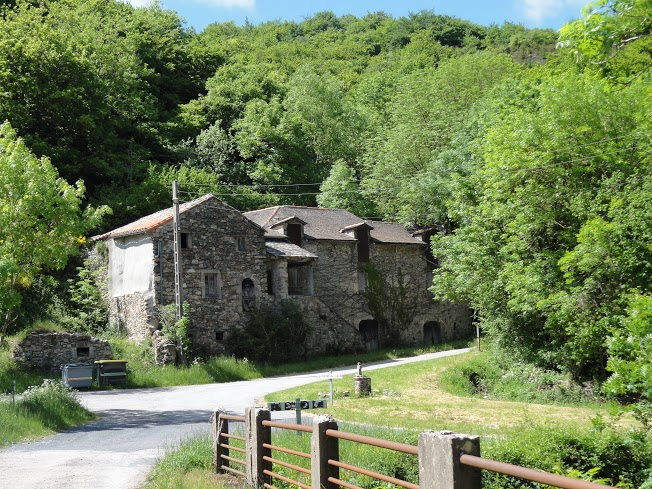 Mélagues (Aveyron) Saint Pierre des Cats