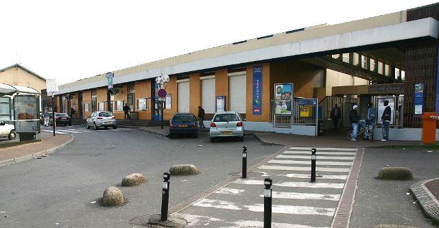 Melun seine et marne la gare en 2007 jpg