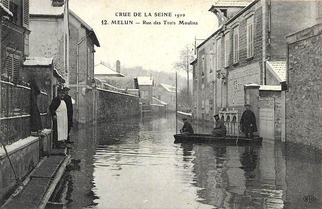 Melun seine et marne la rue des trois moulins crue 1910 cpa