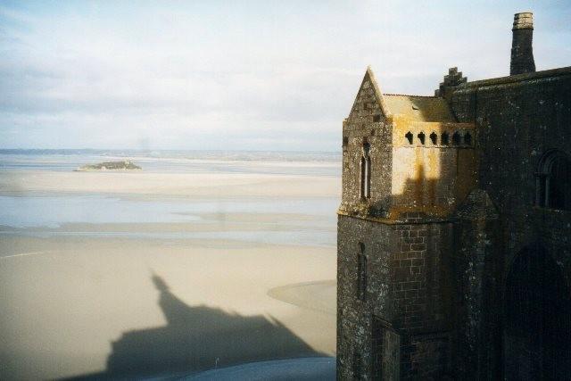 Mont saint michel (manche) les remparts dec 2001