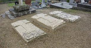 Montfaucon (Aisne) Cimetière tombes de Tillancourt