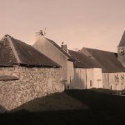 Montlevon (Aisne) CPA L'église et les maisons attenantes