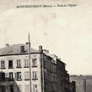 Montmédy (Meuse) La place de l'église CPA