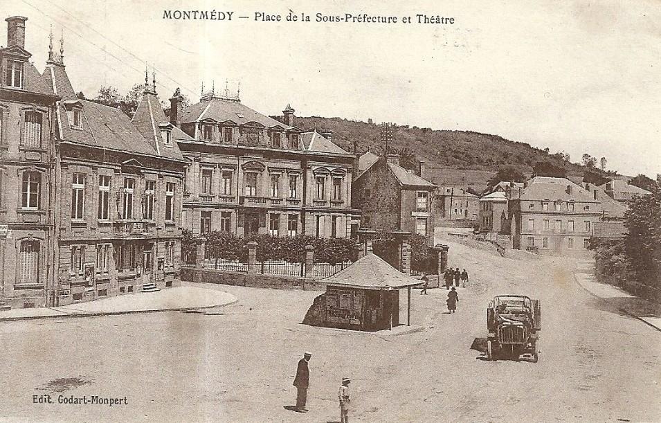 Montmédy (Meuse) La place de la Sous-préfecture CPA