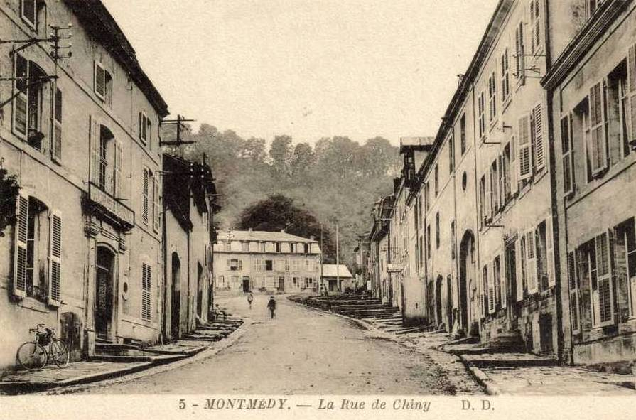 Montmédy (Meuse) La rue de Chiny CPA