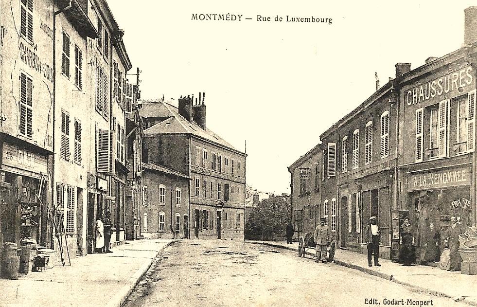 Montmédy (Meuse) La rue de Luxembourg CPA