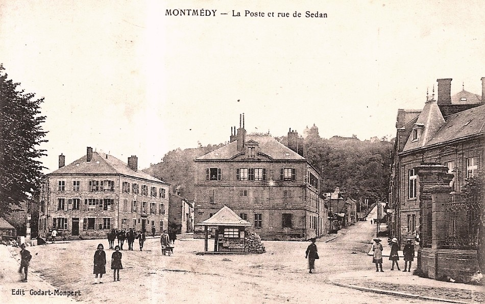 Montmédy (Meuse) La rue de Sedan CPA