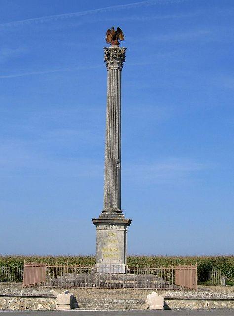 Montmirail (51) La colonne commémorative