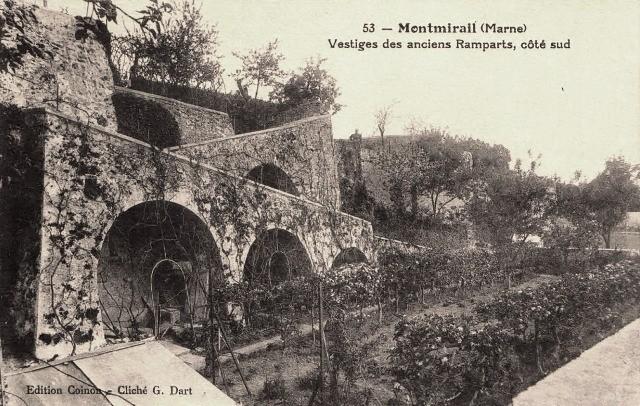 Montmirail (51) les remparts CPA