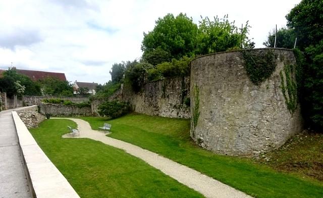 Montmirail (51) Les remparts