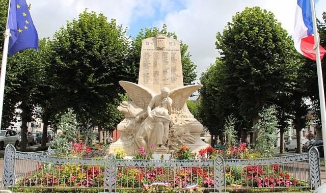 Montreuil pas de calais le monument aux morts