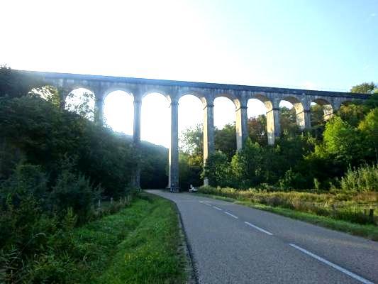 Montreuillon (Nièvre) L'Aqueduc