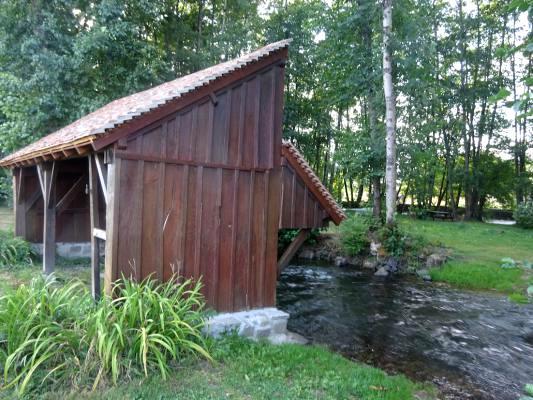 Montreuillon (Nièvre) Le lavoir