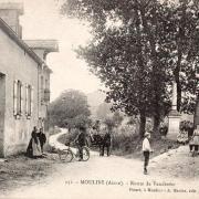 Moulins (Aisne) CPA Route de Vendresse