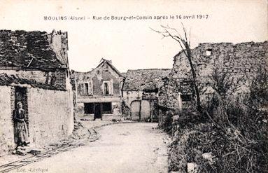 Moulins (Aisne) CPA Rue de Bourg-et-Comin