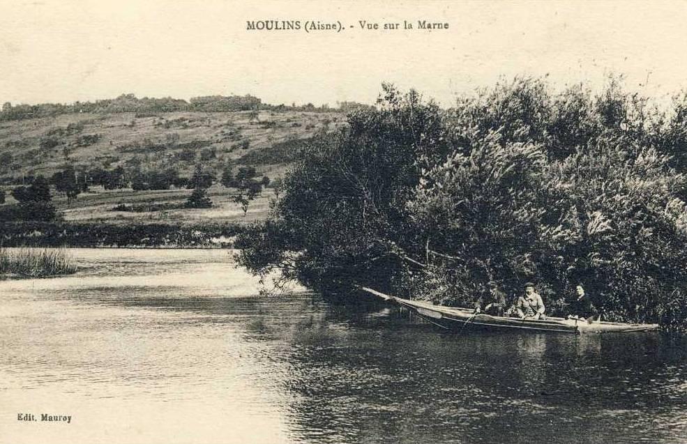 Moulins (Aisne) CPA Vue sur la Marne
