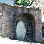 Mounes-Prohencoux (Aveyron) Le Cros, menhir
