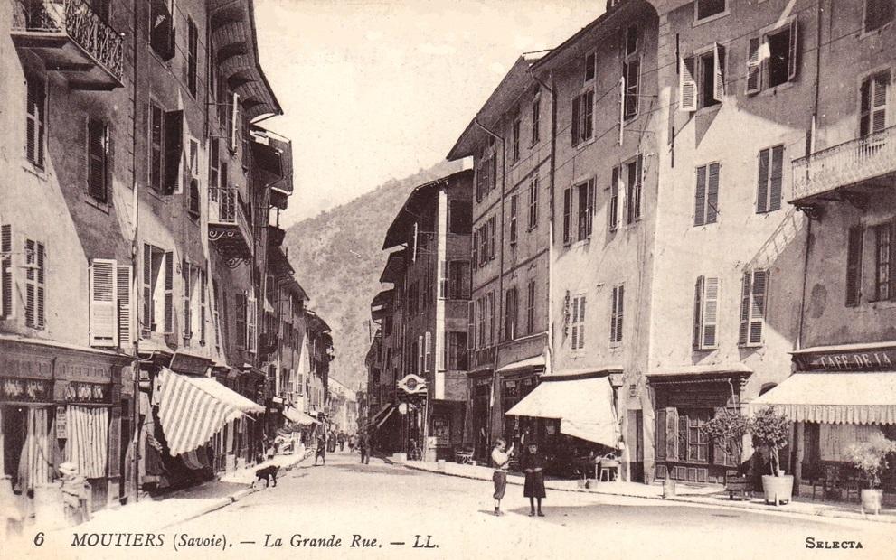 Moûtiers (Savoie) La Grande rue CPA