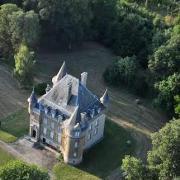 Mouzay (Meuse) Charmoy, le château vue aérienne