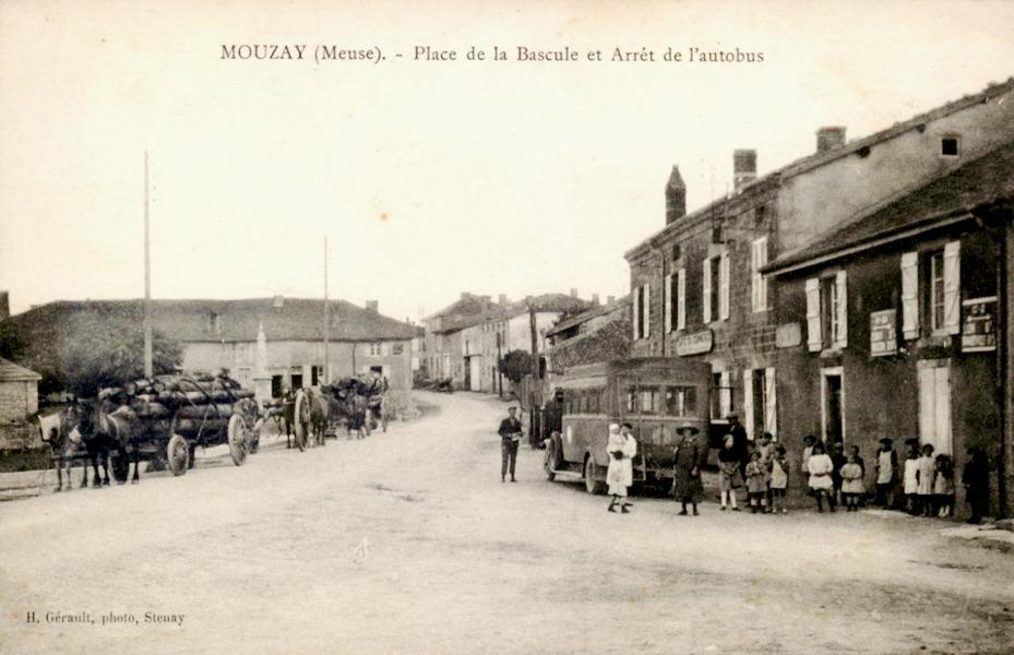 Mouzay (Meuse) La place de la bascule CPA