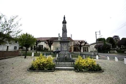 Mouzay (Meuse) Le monument aux morts