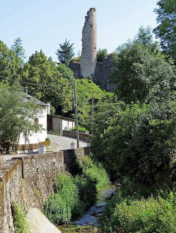 Murat-sur-Vèbre (Tarn) Boissezon, ruines tour et château