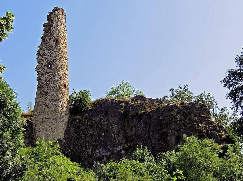 Murat-sur-Vèbre (Tarn) Boissezon, tour ruinée