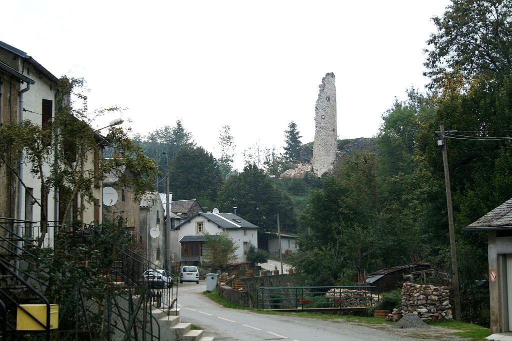 Murat-sur-Vèbre (Tarn) Boissezon, vue sur la tour