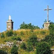 Murat-sur-Vèbre (Tarn) Castelas, la Vierge et la croix