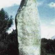 Neuville bosc oise menhir de la pierre frite