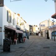 Noirmoutier-en-l'Ile (Vendée) La Grand'rue  en 2014
