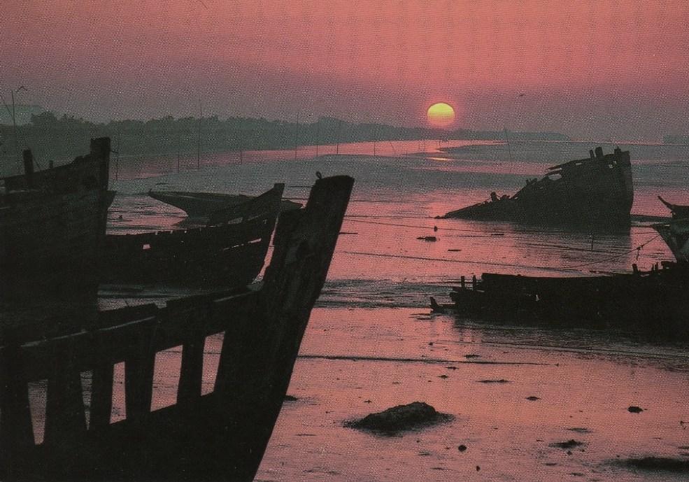 Noirmoutier-en-l'Ile (Vendée) Le port, cimetière de bateaux