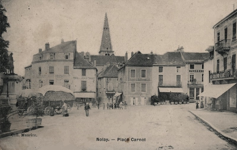 Nolay (Côte d'Or) La place Carnot CPA