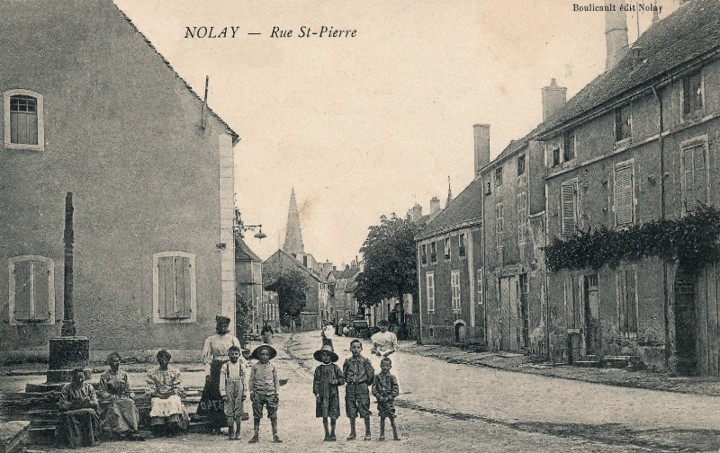 Nolay (Côte d'Or) La rue Saint-Pierre CPA