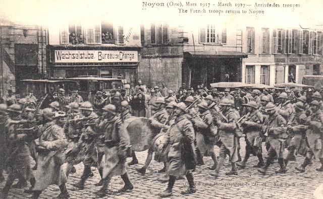 Noyon oise cpa 1917 arrivee des troupes francaises