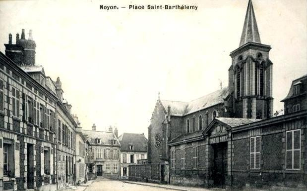 Noyon oise cpa place st barthelemy