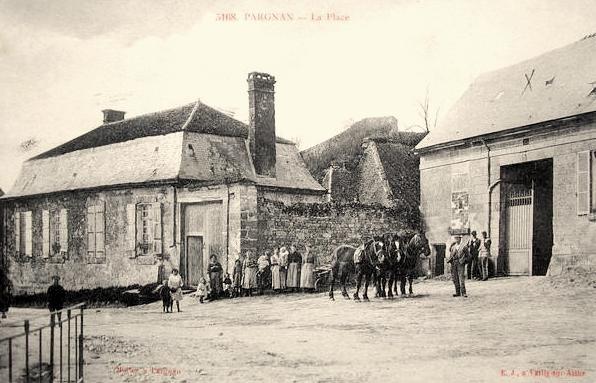 Pargnan (Aisne) CPA place du village