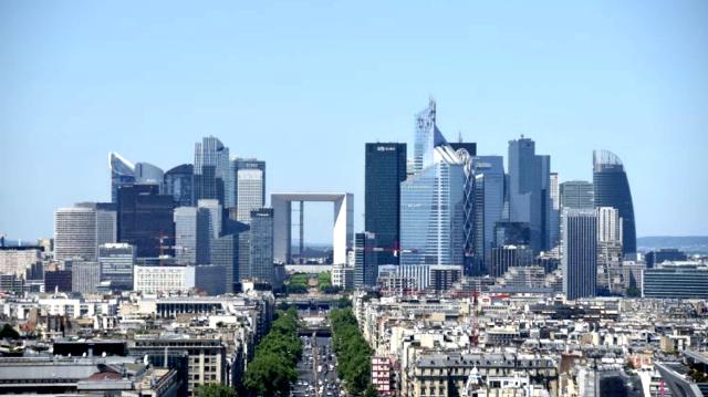 Paris 75 le quartier de la defense et la grande arche