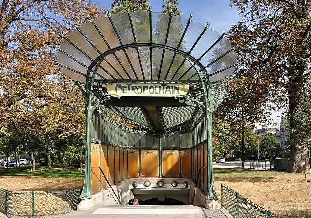 Paris 75 une station guimard porte dauphine