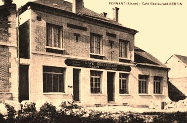 Pernant (Aisne) CPA Le café-restaurant