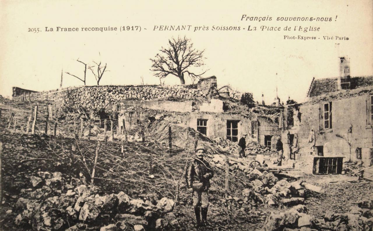 Pernant (Aisne) CPA La place de l'église 1914-1918