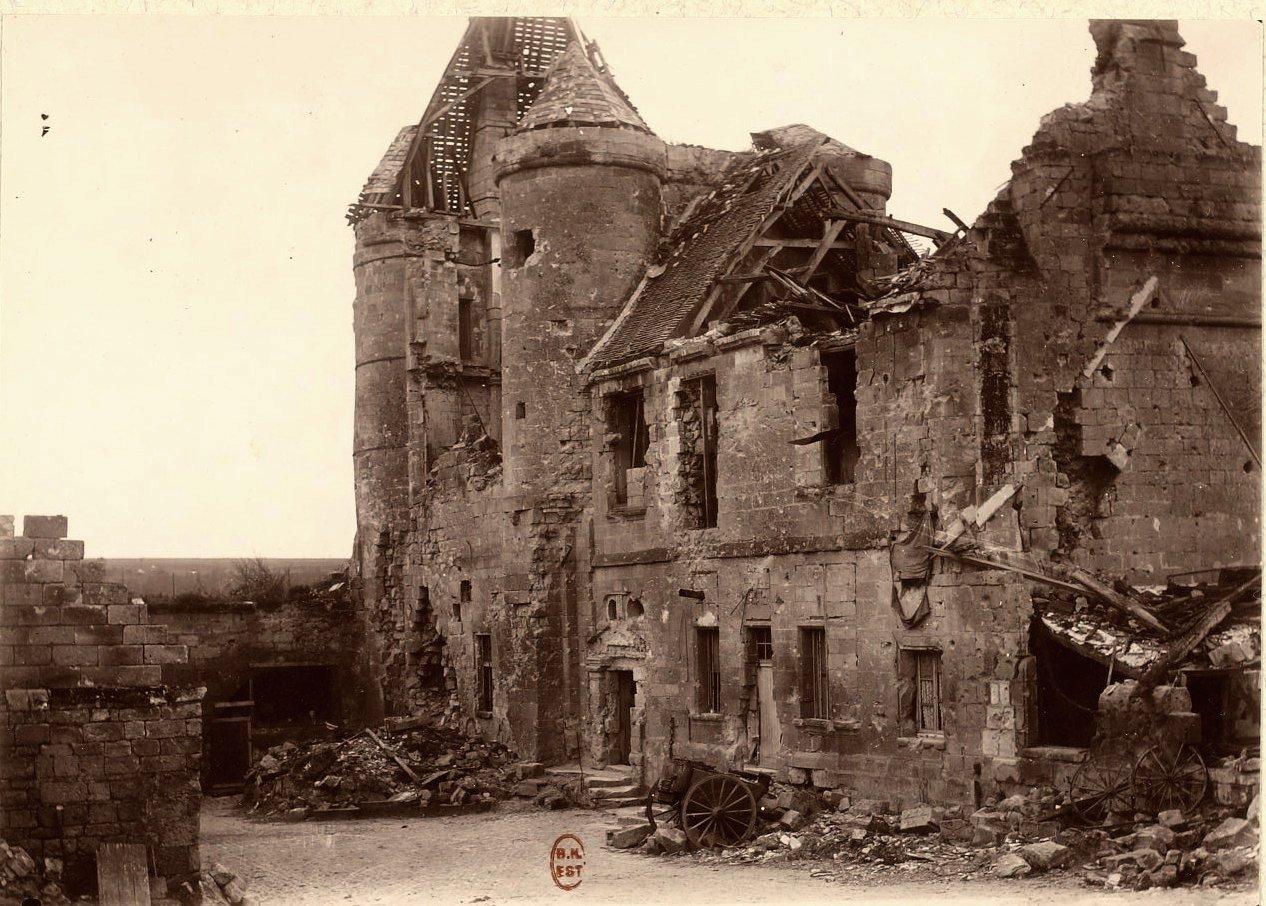 Pernant (Aisne) CPA Vestiges de la forteresse