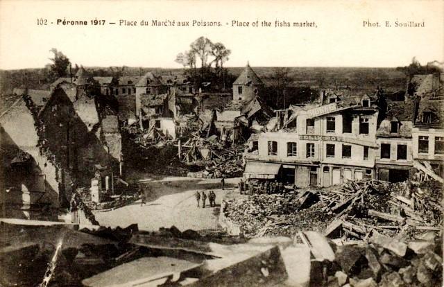 Peronne somme 1914 1918 la place du marche aux poissons cpa