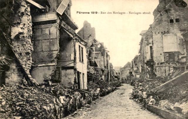 Peronne somme 1914 1918 la rue des naviages cpa