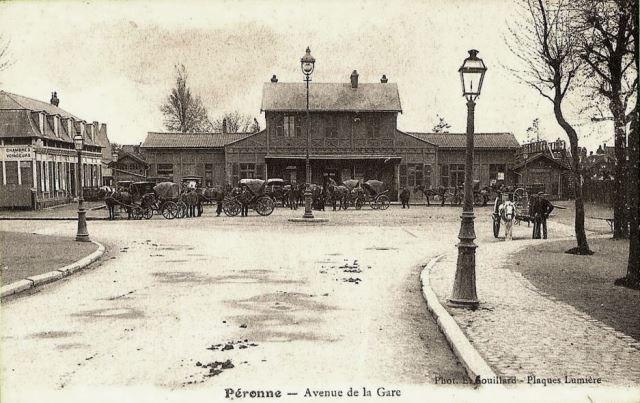 Peronne somme la gare vers 1900 1er batiment cpa