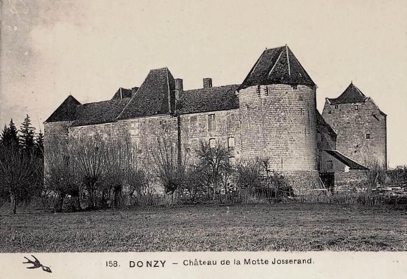 Perroy (Nièvre) Le château de La Motte-Josserand CPA