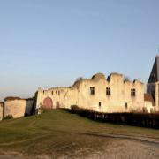 Picquigny somme le chateau et l eglise